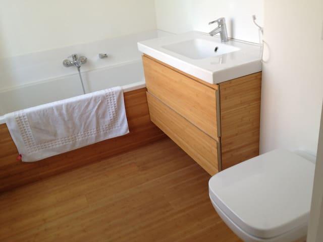 Chambre et salle de bain privée