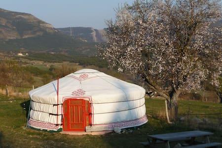 YOURTE SUR UNE FERME DECOUVERTE EN BIO (VERDON) - Bargème - Khemah Yurt