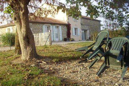 Agréable maison avec piscine privée - Pellegrue - Hus
