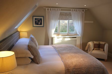 Cotswold B&B Superking/ Twin Room - Churchill