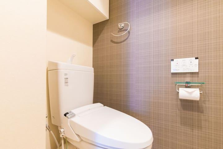 Toilet. 화장실. 卫生间