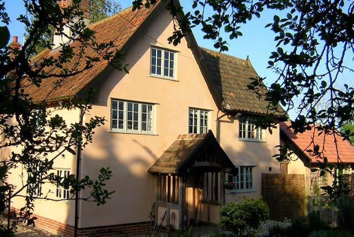 Camomile Cottage B&B - Elm Room