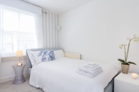 Fab double with stylish hotel bed! - London - Apartemen