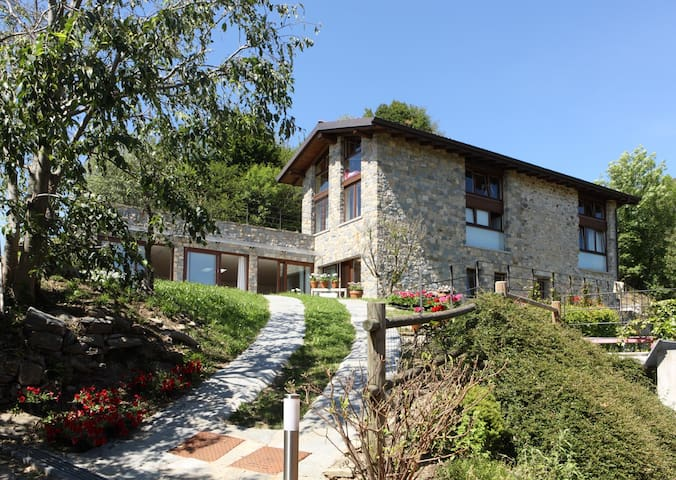 CENTRO DI YOGA IN COLLINA - Caprino Bergamasco - Haus