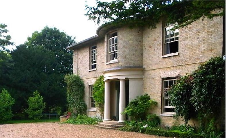 Georgian Vicarage in 2 acre garden - Marham