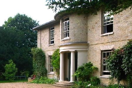 Georgian Vicarage in 2 acre garden - Marham - House