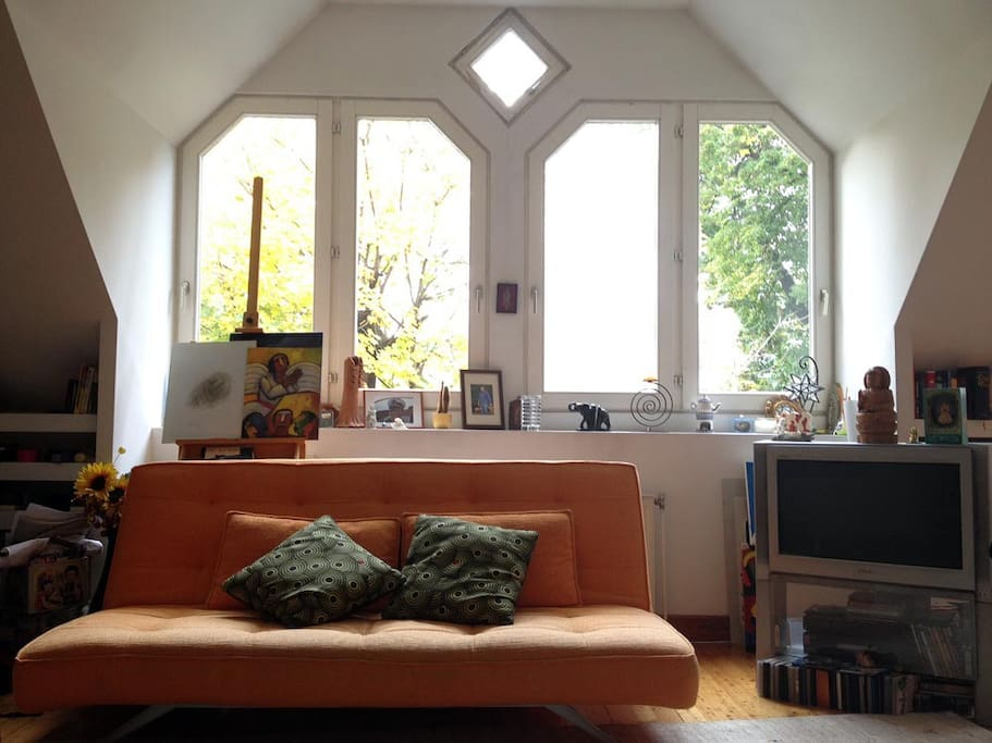 Living room, window front.