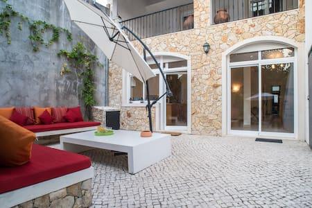 Casamariazita - House