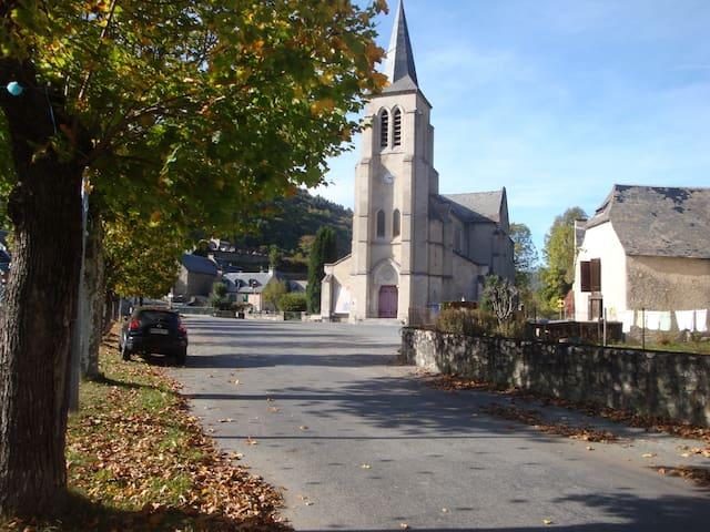 CHAMBRE POUR 4 / Idéale pour famille - Bordères-Louron - Hus