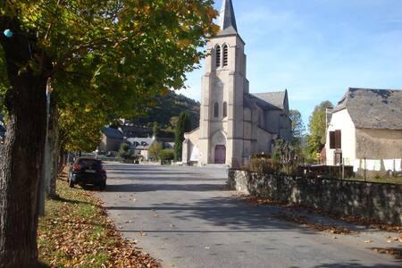 CHAMBRE POUR 4 / Idéale pour famille - Bordères-Louron - Talo