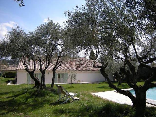 Chambres d'hôtes dans grande maison - Forcalquier - Villa