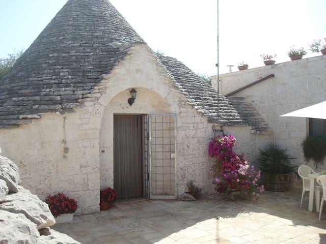 Trullo con giardino ad Alberobello - Alberobello - Haus