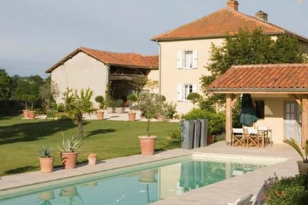 Tresbos Farmhouse - Puydarrieux - บ้าน