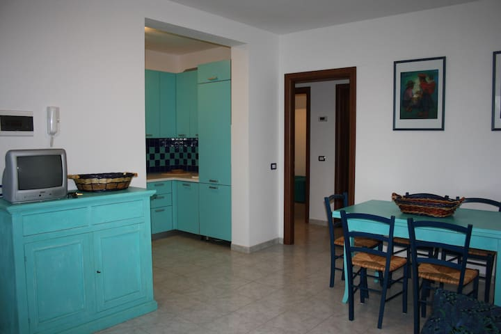 Apartment on the seafront road - Lacona - Wohnung