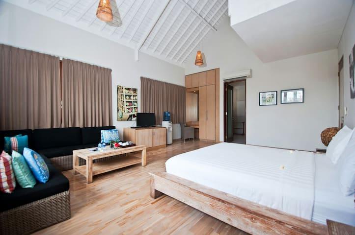 The Dipan Resort- Suite Room - seminyak - ที่พักพร้อมอาหารเช้า