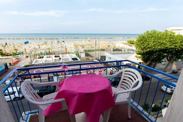 La tua casa in riva al mare Camera2 - Rimini - Bed & Breakfast