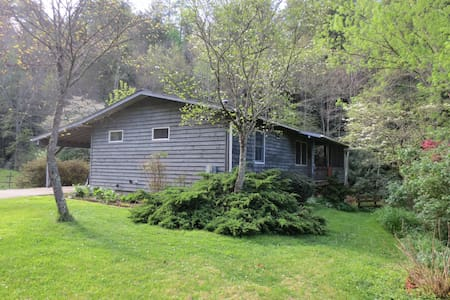 Comfortable cottage near Asheville - 마샬(Marshall)