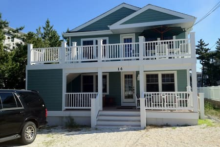 Renovated Home Steps from Ocean (Upstairs) - Barnegat Light