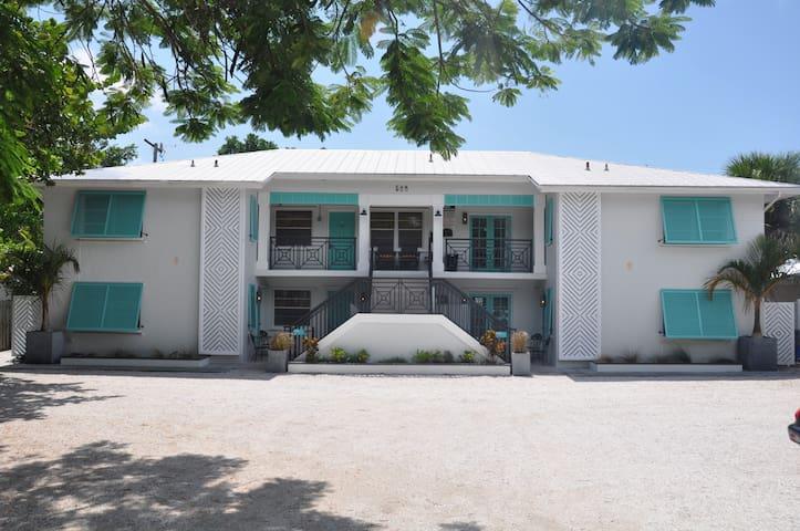 LIDO KEY: 1 BR apt-walk to beach-St. Armands