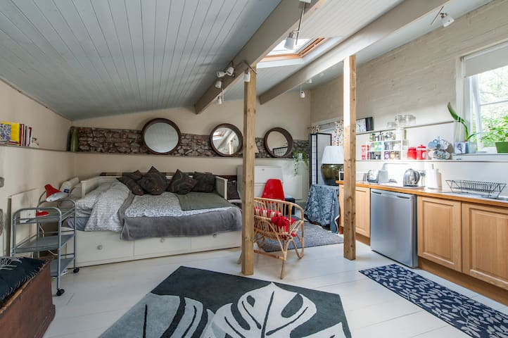 Coach House in Clifton Village - Brístol - Loft