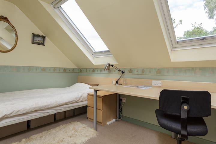 Single study/bedroom - Southampton - Bed & Breakfast