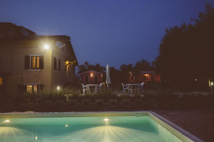 HOLIDAY B&B WITH POOL - San Ginesio - 家庭式旅館