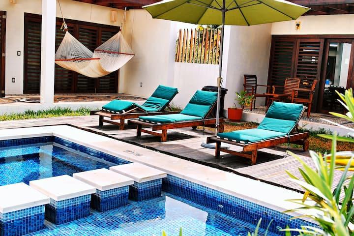 Hermosa Villa Zihuatanejo Nucella, Playa Larga