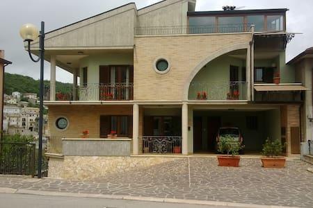 Appartamento nel cuore del Paese - Tornareccio - Apartment