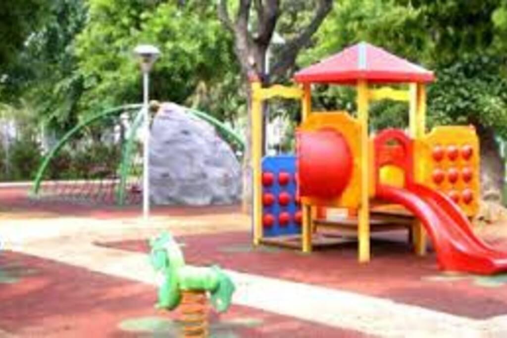 Particolare aera giochi Giardini Tarragona