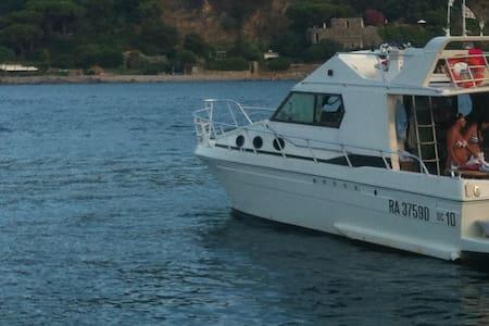 Barca motore-b&b (tour su richiesta - Fezzano
