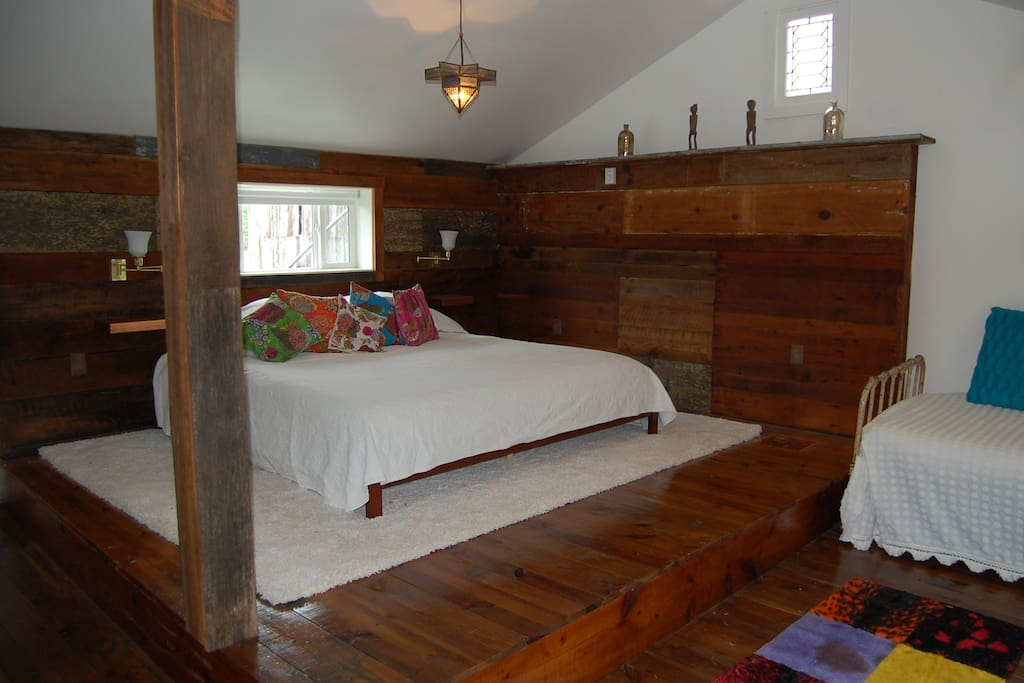 King memory foam bed. Sets on original platform.  All original wood floors and walls.