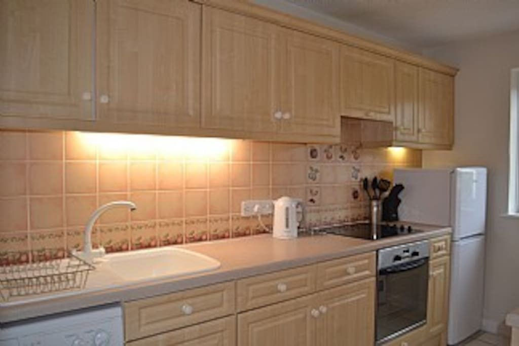 Kitchen with breakfast bar, washing machine, dryer, dishwasher