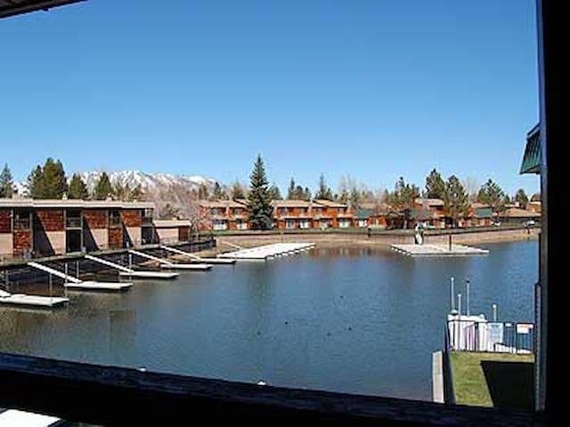 Waterfront Condo for 6 - Boat Dock - South Lake Tahoe - Íbúð