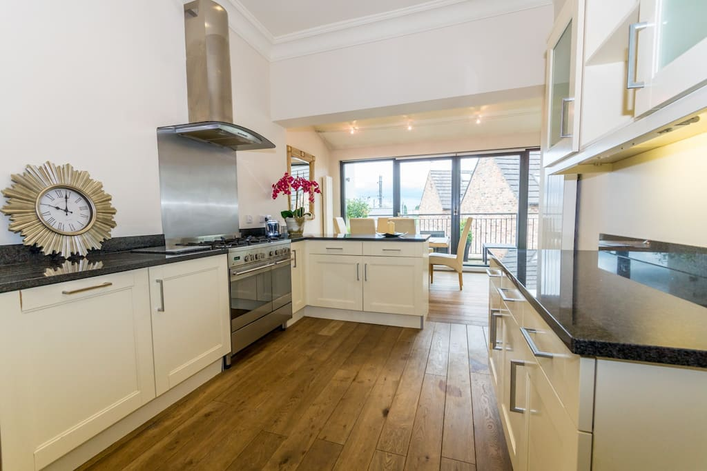 The spacious kitchen featuring granite worktops and a range cooker