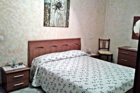 Camera Matrimoniale con bagno - San Donato In Collina