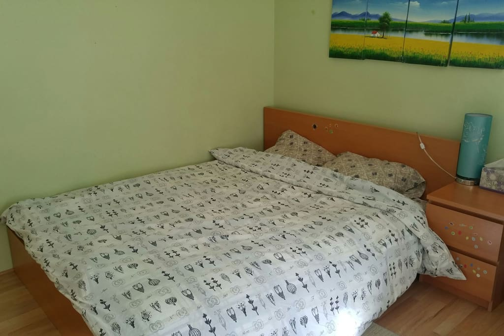 Comfortable queen size bed