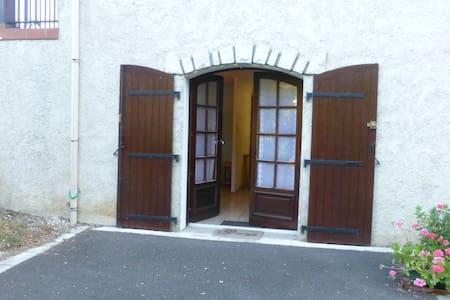 Proche d'Angoulême et Cognac - Saint-Saturnin - Apartament