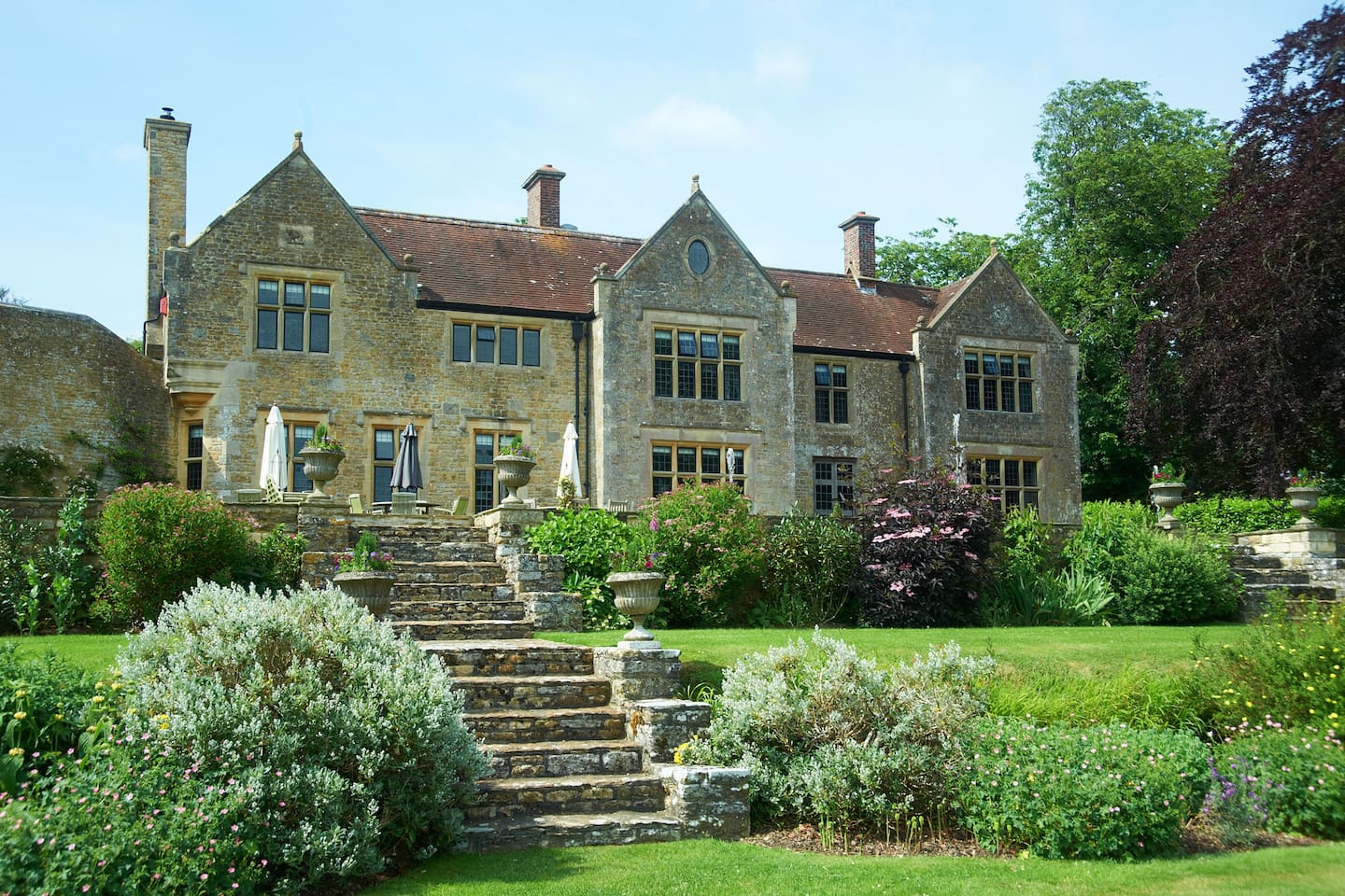 A beautiful stone manor dating from the 17th century.