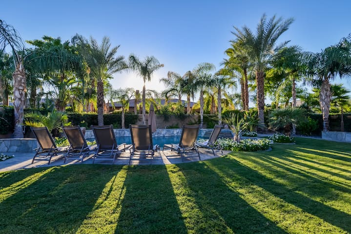 WALKING DISTANCE TO COACHELLA - WEEK 2 AVAILABLE - Indio - Casa