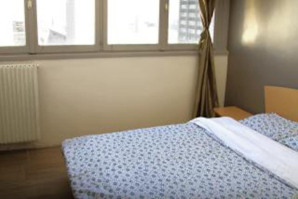 Bedroom 1 w/ Queen Bed