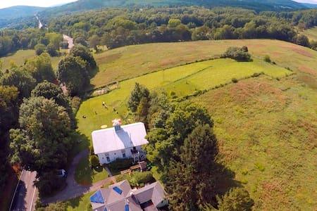Pixley Knob Hill Farm & Barn (1818) - Hillsdale - House