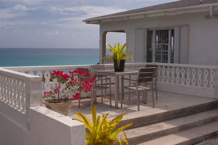 Stunning Oceanfront 2 bedroom home - Old Road Village
