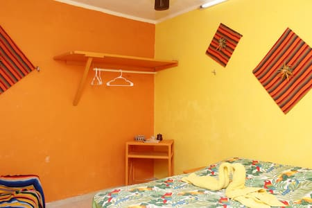 Pina Room, Backpacker's Room Progreso Yucatan - Progreso - Aamiaismajoitus