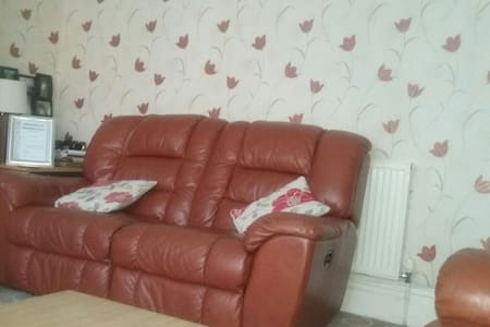 Dbl  bedroom available in a semi - Bradford