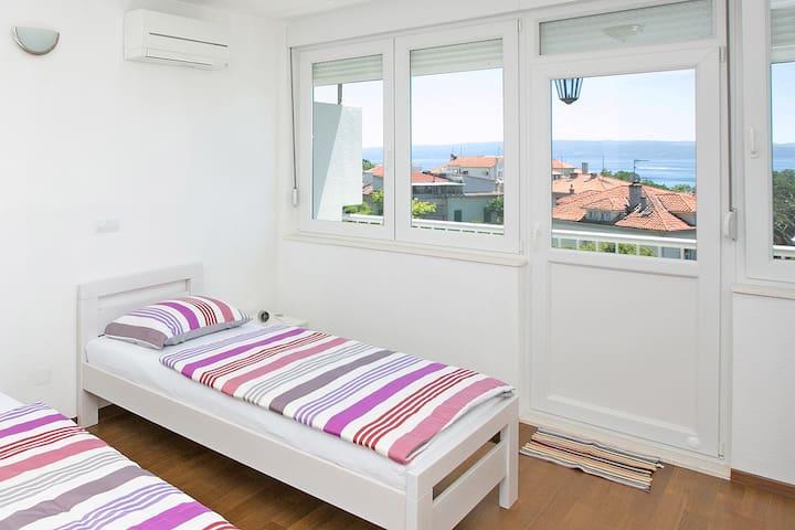 Comfort. 3 rooms apart. near Riva