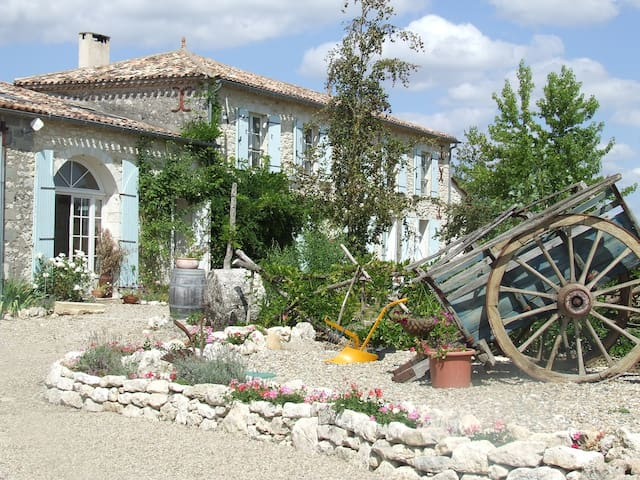 Beautiful farmhouse near Duras!