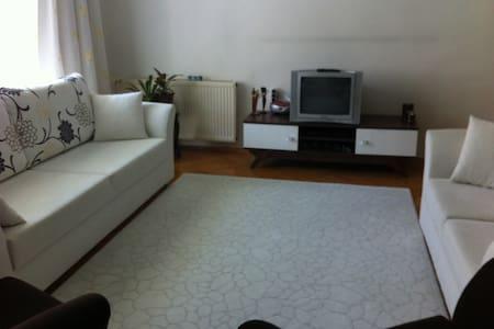 Room near to Kızılay Oda merkezde - Apartamento