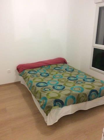 Loue chambre  2personne - Saint-Berthevin - Hus