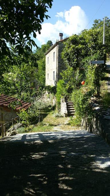 La piccola casa del castello case in affitto a bigliolo for Case del castello francese