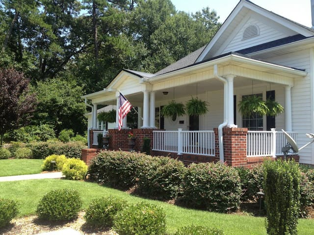 One/two private rooms/sep entrance near CU/Gville - Easley